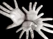 ¿Qué hacen todas estas manos juntas?