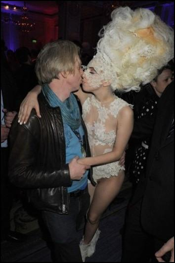 Lady Gaga y Phillip Treacy