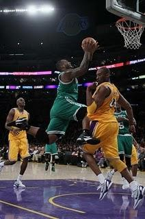 Los Boston Celtics vuelven a dar una lección de juego en equipo ante los Ángeles Lakers