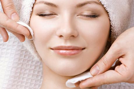 Liempieza facial - Maquillaje para lucir más guapa