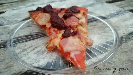 Pizza de lacón con salsa picante