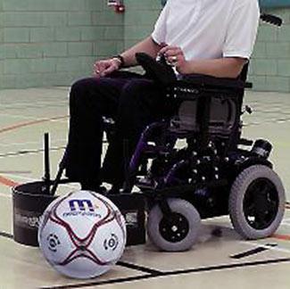 futbol adaptado a niños que utilizan silla deruedas
