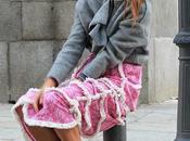 falda rosa chaqueta corta volante