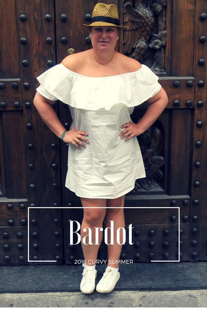 http://www.loslooksdemiarmario.com/2016/09/escote-bardot-look-curvy.html