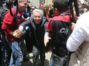 Presidente Uribe huye periodistas