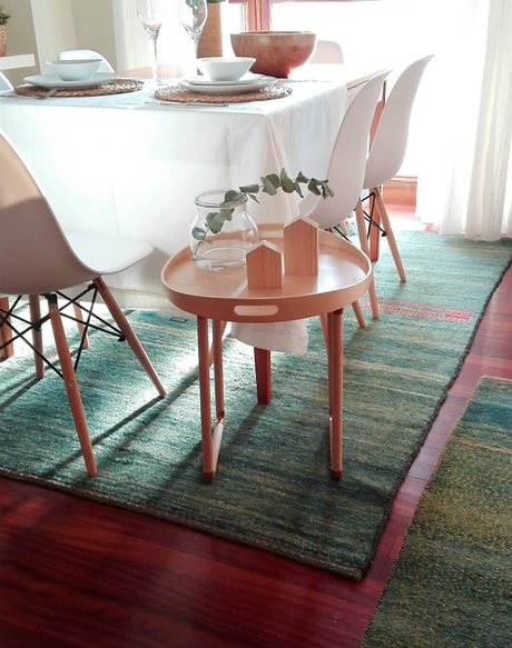 Ikeahackers bandeja convertida en mesa auxiliar paperblog - Mesita auxiliar ikea ...