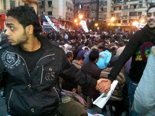 Cristianos protegen a los musulmanes egipcios