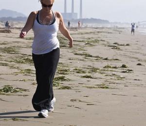 caminar 300x259 Caminar más de dos horas al día es positivo para tu bienestar