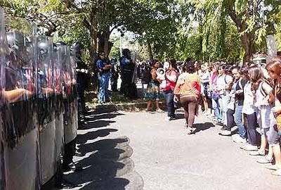No cede la represión a los estudiantes puertorriqueños (+ video de hoy)