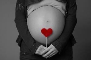 embarazada semana 40 300x199 Baja el número de abortos en España por primera vez en 10 años