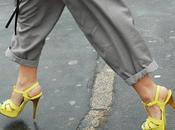 Apuntate tobillos descubiertos. come show your ankles.