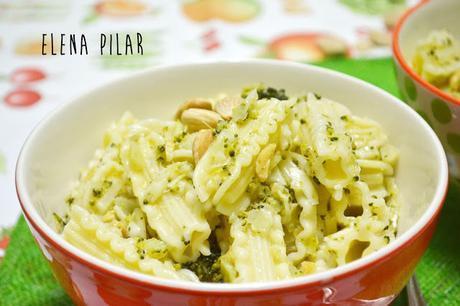 Pasta con pesto de brócoli y almendra