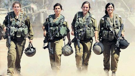 Los cuatro paramédicos mujeres que salvaron las vidas la mayoría durante la Operación borde protector.