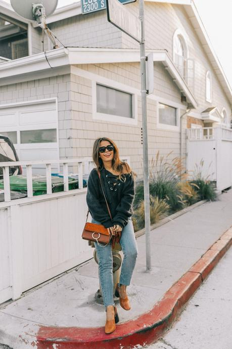 venice_beach-knotted_jumper-levis_jeans-chloe_bag-mango_shoes-horn_necklaces-outfit-street_style-los_angeles-collage_vintage-147