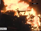Mira auto Tesla Model chocó contra árbol, muertos