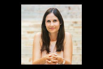 Laura gir n autora de pa s de paso paperblog for Piscinas vacias laura ferrero
