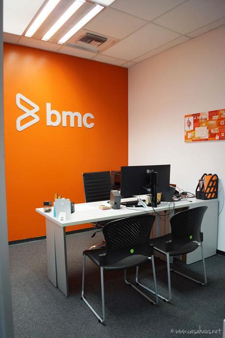 Dise o de oficinas corporativas con pintura y vinilos for Uno e oficinas