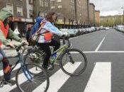 Ciclistas pasos peatones