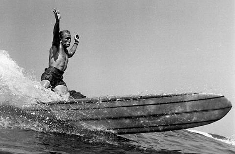 Fallece Leroy Grannis, el padre de la fotografía de surf