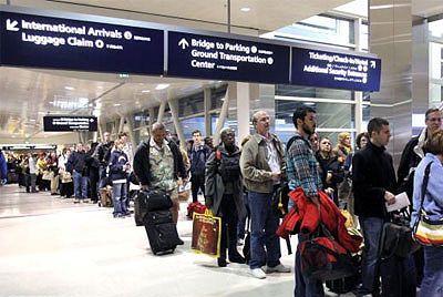 La UE promete no guardar datos de etnia o religión de pasajeros aéreos