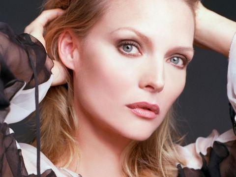 En la nueva película de Tim Burton, Dark Shadows, parece que Michelle Pfeiffer podría interpretar a Elizabeth Collins Stoddard, aunque tiene otros ... - michelle-pfeiffer-helena-bonham-carter-dark-s-L-YUsq0v