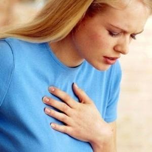 Dolor en el centro del pecho después de comer