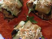Lasaña calabacín rellena berenjena queso sobre salsa pimiento rojo