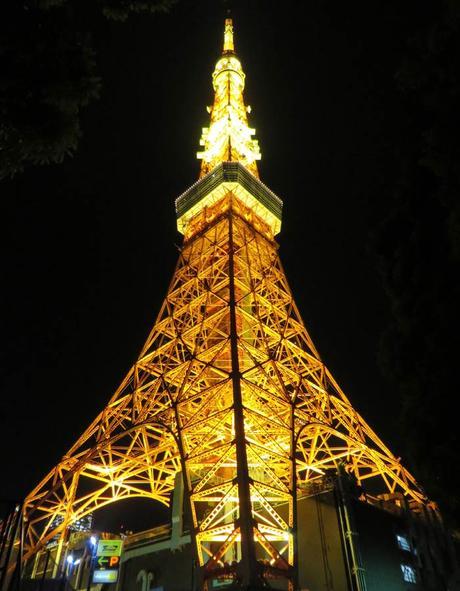 Tokyo Tower que recuerda a la Torre Eiffel curiosidades de Japón