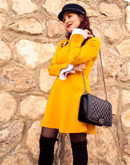 melange_boutique_fashion_blog_de_moda_vestido_baby_doll_amarillo_dresslily_gorra_negra_blso_chanel_boy_botas_xl_1