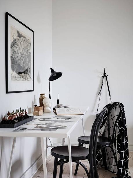 Mesa blanca sillas negras paperblog for Sillas cocina negras