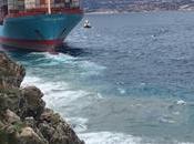 Mercante encallado Messina [(Italia) (video)]