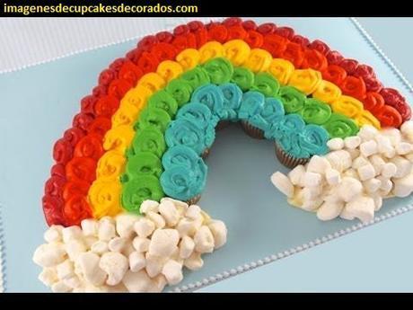 como formar un pastel con cupcakes bautizo