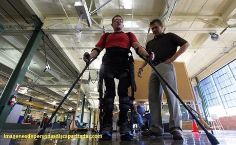 imagenes de como ayudar a personas discapacitadas silla