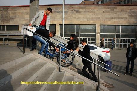 imagenes de como ayudar a personas discapacitadas especiales