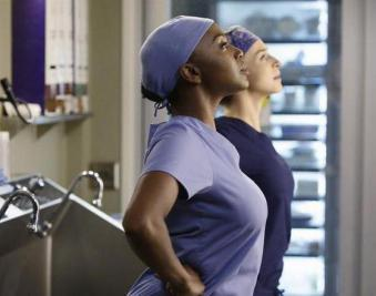 greys-anatomy-superhero-pose