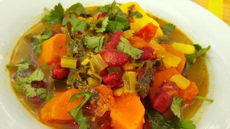 Potaje de kale y alubias con verduras paperblog for Cocinar kale sarten