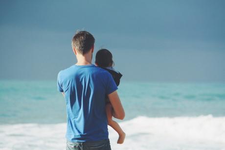 Por qué nos cuesta sostener a nuestros hijos