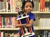 Niña asombrosa años nació manos gana concurso nacional escritura