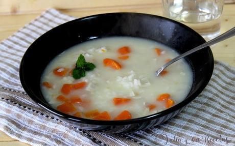 Sopa de puchero con arroz y hierbabuena