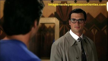 fotos de hombres guapos con gafas modenos