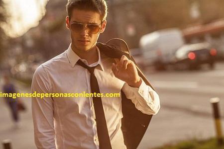 fotos de hombres guapos con gafas polarizadas