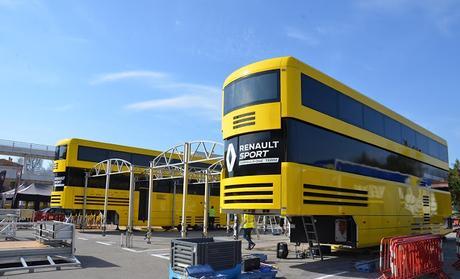 Red Bull, Sauber y Renault llegan al circuito de Barcelona para los test de pretemporada