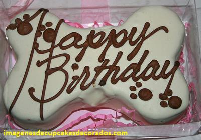 pastel de cumpleaños para perros decorado