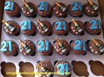 cupcakes de feliz cumpleaños para hombres buttercream