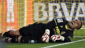 Sergio Asenjo sufre su cuarta rotura de ligamento cruzado