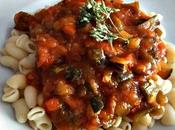 Caracolas verduras salsa tomate casera