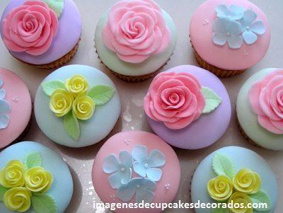 cupcakes para quince años decorados con fondant flores
