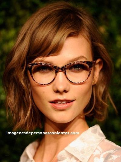 corte de cabello para mujeres con lentes melena