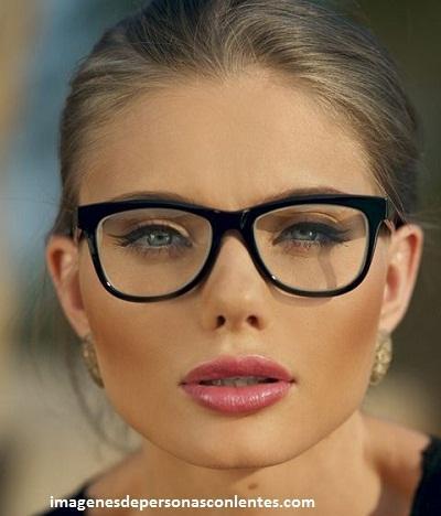 corte de cabello para mujeres con lentes rostro