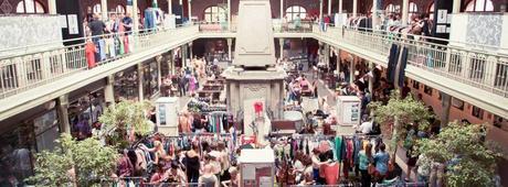 En el Brussels Vintage Markt es posible encontrar originales (y antiquísimas) prendas de ropa, entre otras cosas (Facebook)